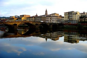 Florence Sunset Boat Tour on the Arno with Aperitivo | Small GroupFlorence Sunset Boat Tour on the Arno with Aperitivo | Small Group