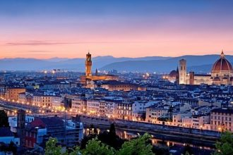 Florence Sunset Boat Tour on the Arno with Aperitivo | Small Group