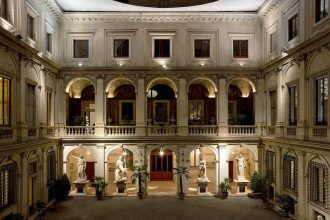 Palazzo_Altemps_(Rome)_-_courtyard