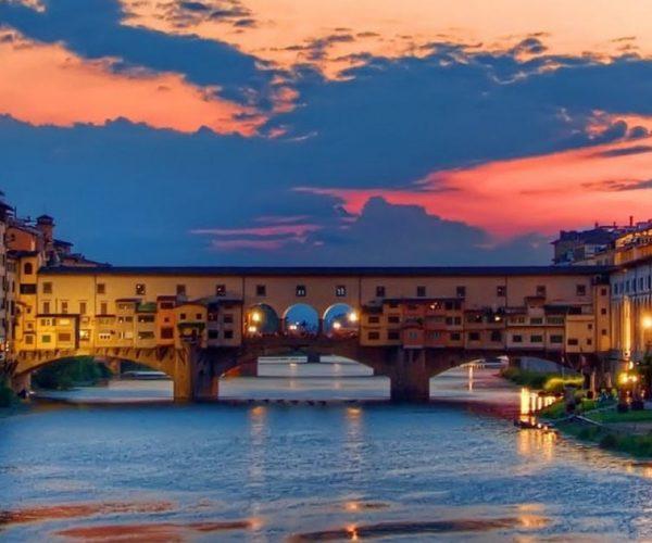 Florencia Sunset Boat Tour en el Arno con Aperitivo | Grupo pequeño