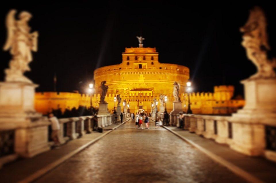 Castel Sant Angelo como se ve en nuestro tour de Roma de noche